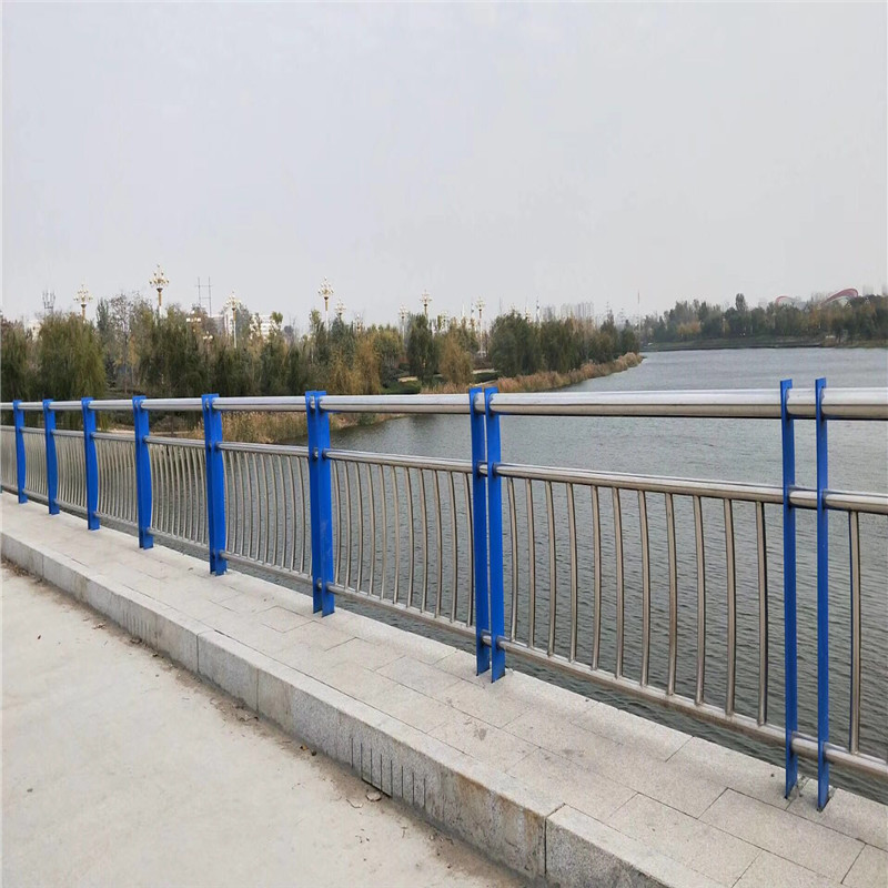 湖北63*3304不锈钢护栏品质高